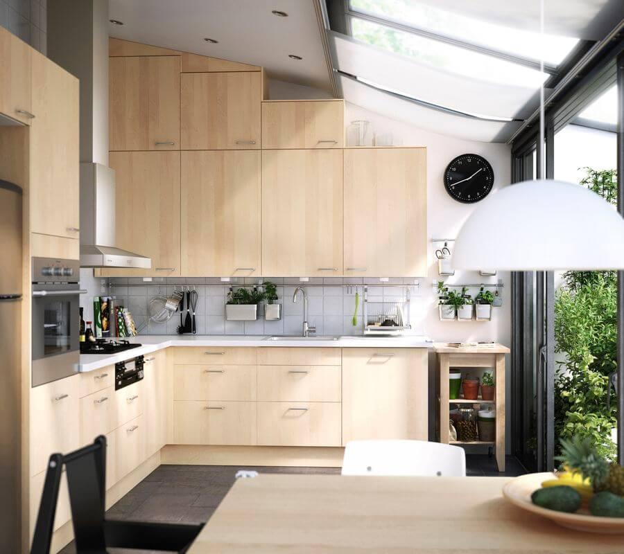 Мебель для кухни с разноуровневым потолком