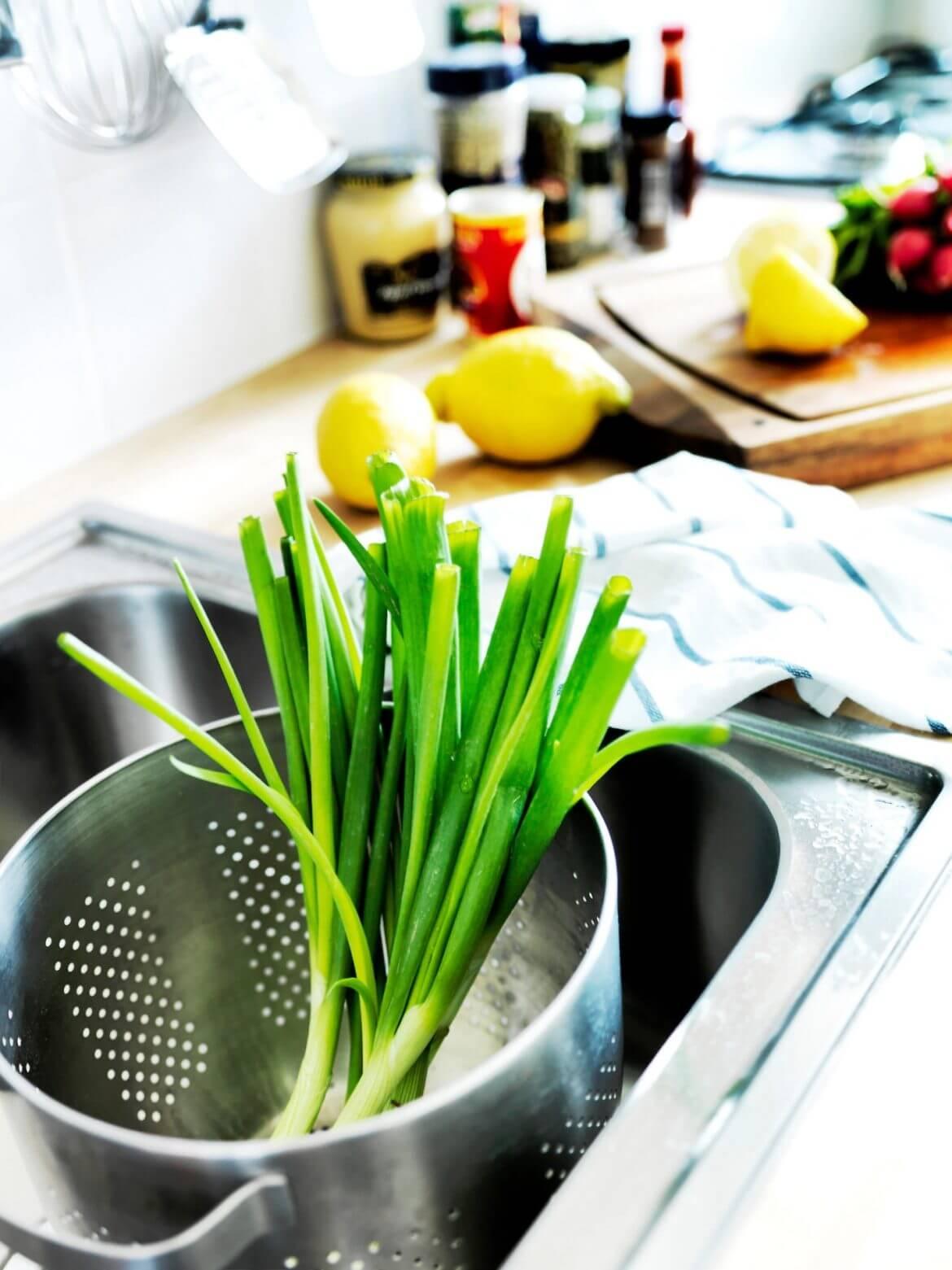 Новой кухонной мойке — новую посуду!