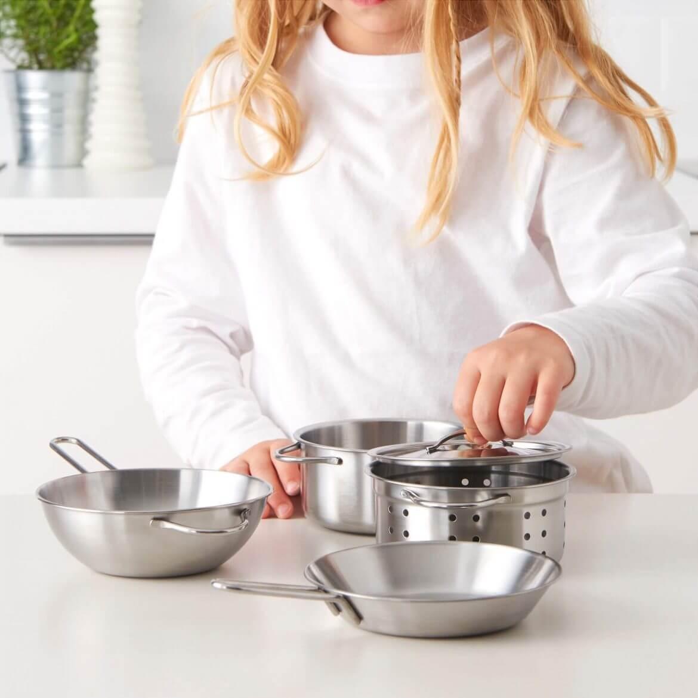 Уход за кастрюлями и сковородами