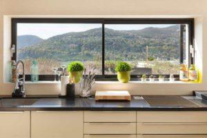 Функциональные подоконники на кухне