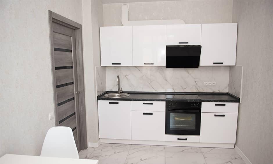 Прямая кухня для маленькой квартиры