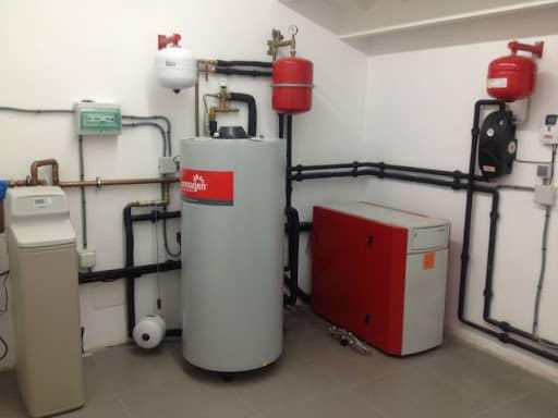 Зачастую газовые котлы устанавливают в подвальных помещениях