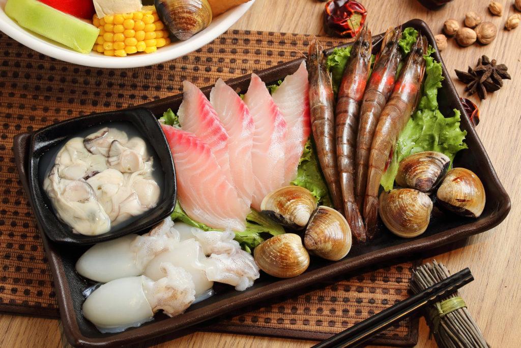 Много рыбы и морепродуктов